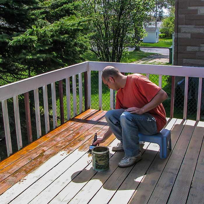Curtet Décor propose aussi des saturateurs pour les terrasses en bois exotiques