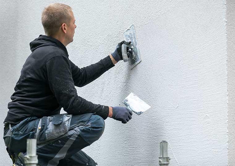 Avant la mise en peinture, il est nécessaire de procéder à une préparation adéquate de la façade.
